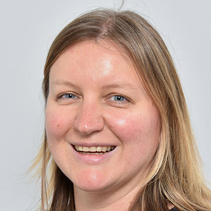 Dr Julia Neidhardt
